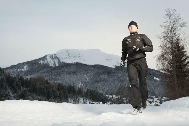 Saarinen running in snow